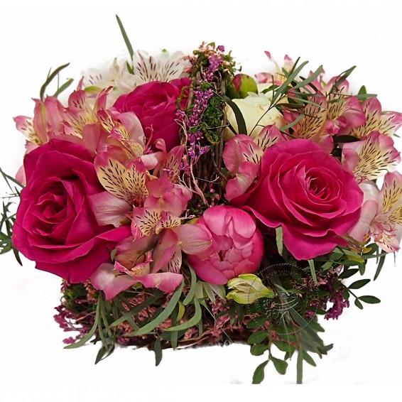 Цветочная корзина «Малиновый сад»
