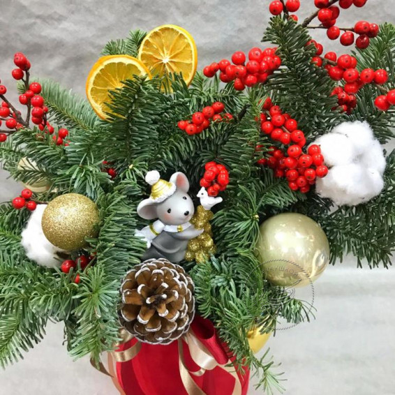 Букет в коробке «Мышка в рождественском лесу»