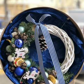 Рождественский веночек «Голубые искры»