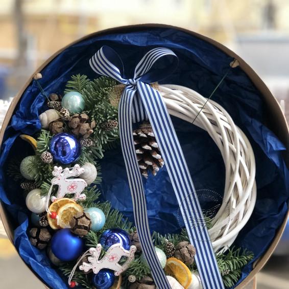 Рождественский венок «Голубые искры»